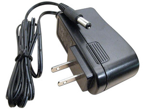 Fuente de poder regulada SAXXON PSU1201E de 12V, 1A para equipos de CCTV. Color Negro.