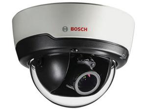 Cámara de vigilancia tipo domo Bosch NDI-4502-A de 2MP con lente de 3 a 10 mm.