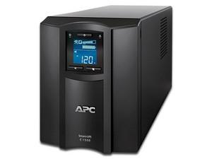 Smart-UPS APC SMC1500C de 1440VA/900W con 8 contactos tipo NEMA 5-15R.