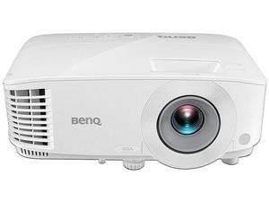 Proyector BenQ MX604, resolución de 1024x 768p, contraste 20,000:1 y 3,600 ANSI-Lumens.