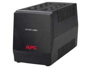 Regulador APC Line-R 1200VA / 600W, con 8 contactos NEMA 5-15P.