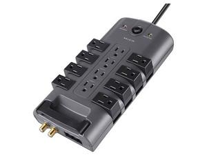 Multicontacto con supresor de picos Belkin de 12 contactos.
