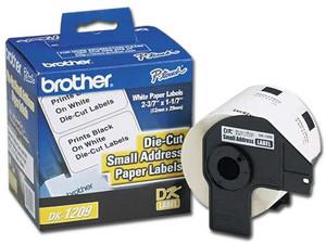 Rollo de 800 etiquetas Brother DK1209 precortadas, blancas.